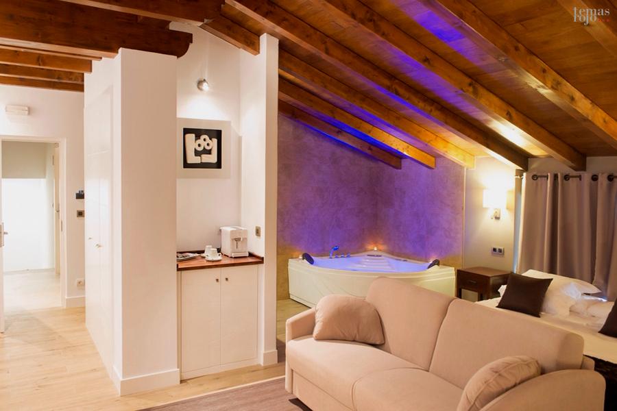 decoracion-hotel-habitacion-mobiliario-jacuzzi-orozko