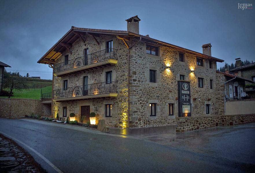 fachada-hotel-rural-osabarena