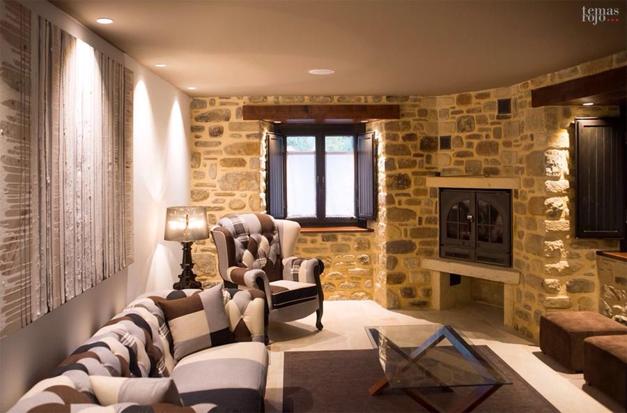 zona-relax-hotel-salon-decoracion-muebles-chimenea