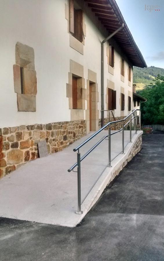 rampa-minusvalidos-casa-rural-arregi-baserri