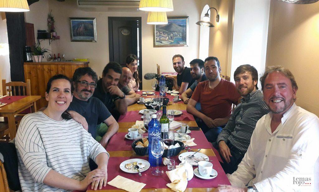 Alén y Jose María Rojo en la comida con el equipo del programa y los propietarios