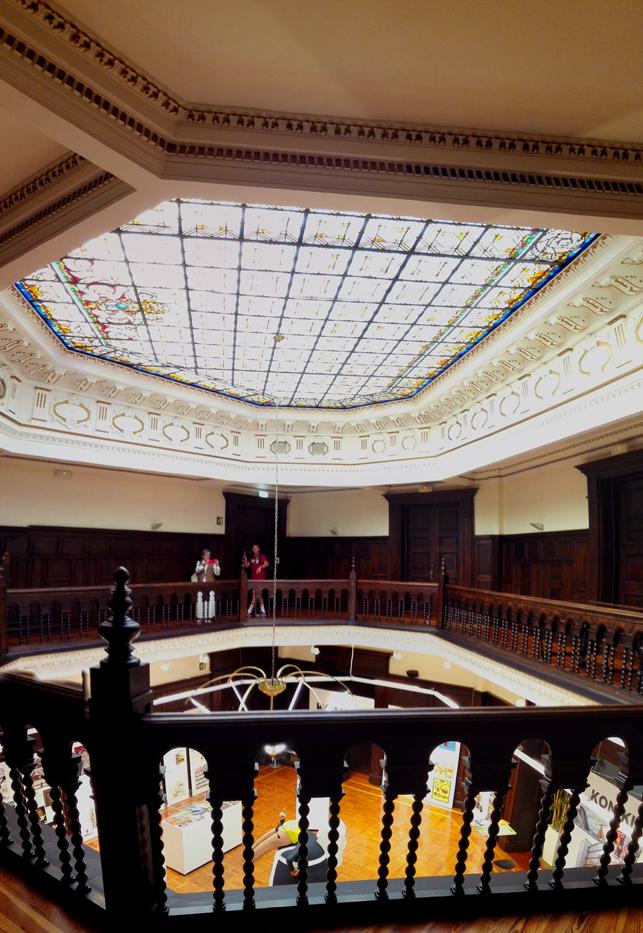 vidriera-biblioteca-foral